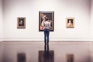 dentro-de-la-galeria-de-arte_430-19315447